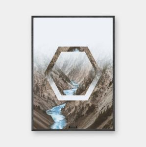 Beyond: 'Beyond' er et smukt bjerg billede med rolige lyse farver og skarpe detaljer. Motivet har sin styrke i kontrasten mellem natur og lys. Trykt på 200 gram papir. Se mere online på www.kasperbenjamin.com