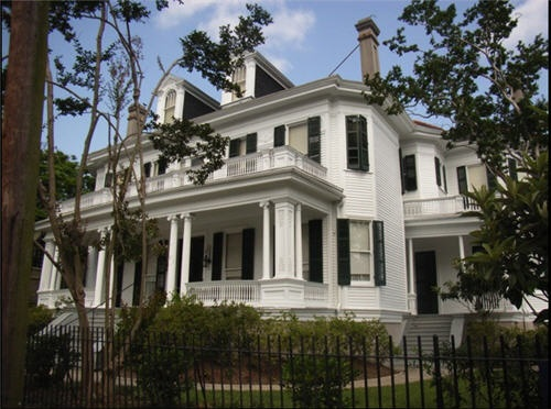 53 best famous movie and tv homes images on pinterest horror films mansions and movie nights. Black Bedroom Furniture Sets. Home Design Ideas