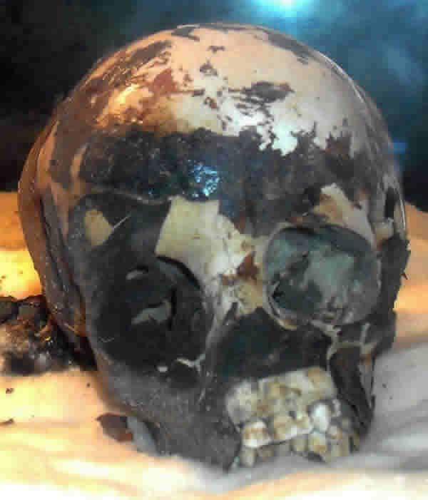 """.La momia negra """"El niño de Muhuggiag"""",de 5.500 años de antigüedad mayor que cualquier otra momia comparable del Antiguo Egipto."""