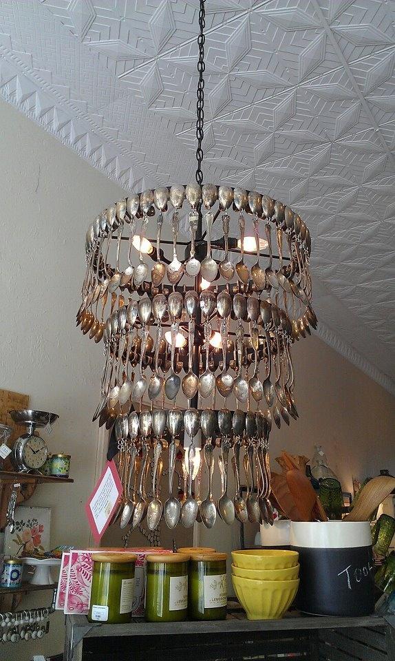 Chandelier de cuillères argentées - Silver Spoon Chandelier.