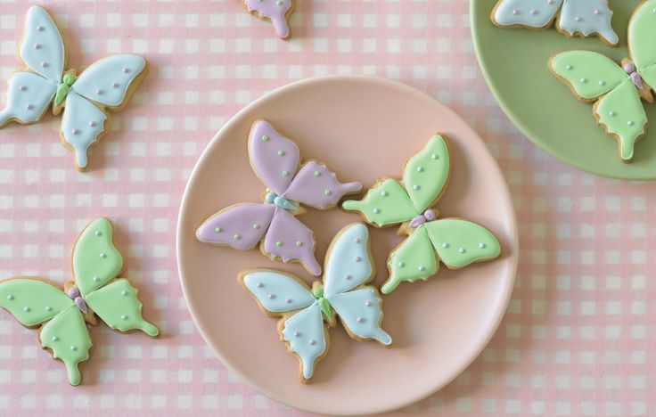 You can create these deliciously whimsical design in six easy steps using your Butterfly Cutter included in Guide 1.  #butterfly #cookies #mycakedecorating