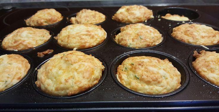 warme Käsemuffins direkt aus dem Backofen mit flüssigem Kern aus Appenzeller
