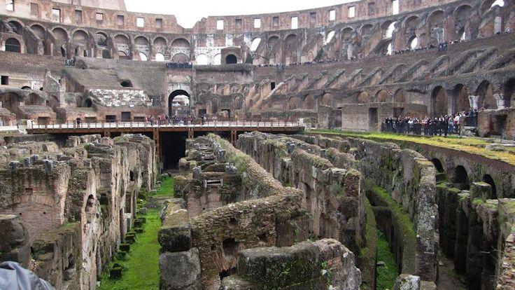 De oude gewelven van het Colosseum