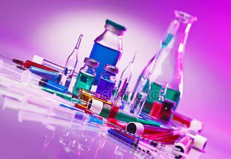 Скачать - Медицинская лаборатория стекло оборудование Натюрморт на синий фиолетовый — стоковое изображение #22118019