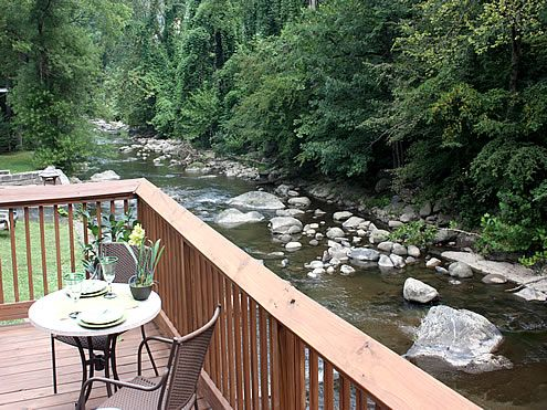 River Romance - 2 Bedroom, 2 Bathroom Cabin Rental in Gatlinburg, Tennessee.