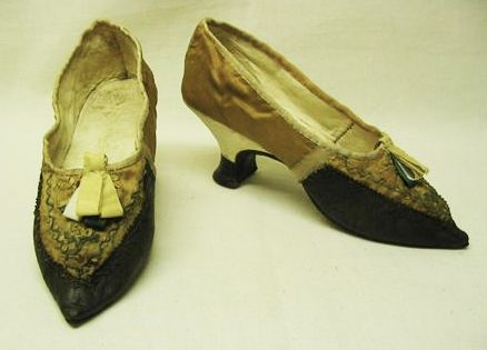 Shoes, 1790, Portugal, Yellow silk; polychrome silk yarn; Brown cadedal.Embroidered. Pointed toe. Fronts, sides, lined with brown leather. National Museum of Costume and Fashion Inventory number: 4274