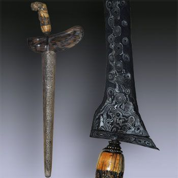 """Keris Udan Mas - Jogyakarta  Straight blade Keris Madjapahit """"Udan Mas"""" (Late 16th century) from Jogyakarta, central Java, hilt carved in an elephant ivory, sheath made from Timoho wood was partly retored  and the """"Mendak"""" is made of copper or brass. """"Udan Mas"""" is the most wanted pamor, its design is made of ring with a minimum of 3 layers, the position of the rings is strictly regulate but sometimes also in anarchic order."""