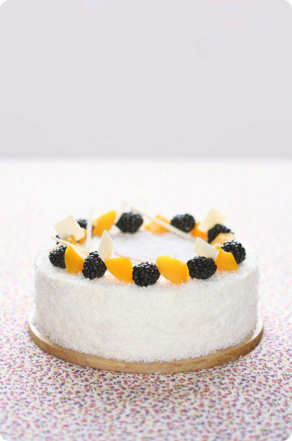 Marshmallow-Kuchen mit Pfirsichen / Bolo de Zéfiro com pêssegos
