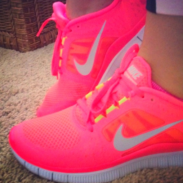 pink and yellow nike free run