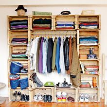Easy and eco way to organise your wardrobe =)