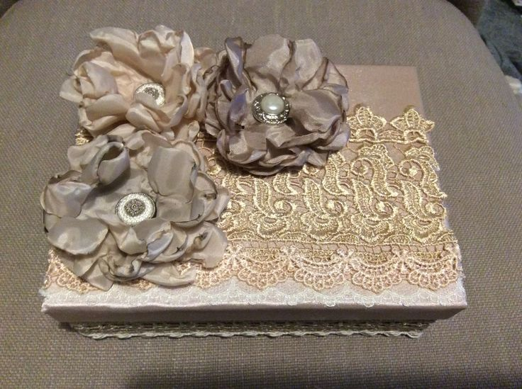Stunning handmade keepsake box! Decorated with lace and handmade flowers (burning method)!