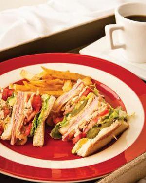 El club sándwich es un desayuno muy práctico, perfecto para disfrutarlo en la cama. Ingredientes para4 personas 2 cdas de …