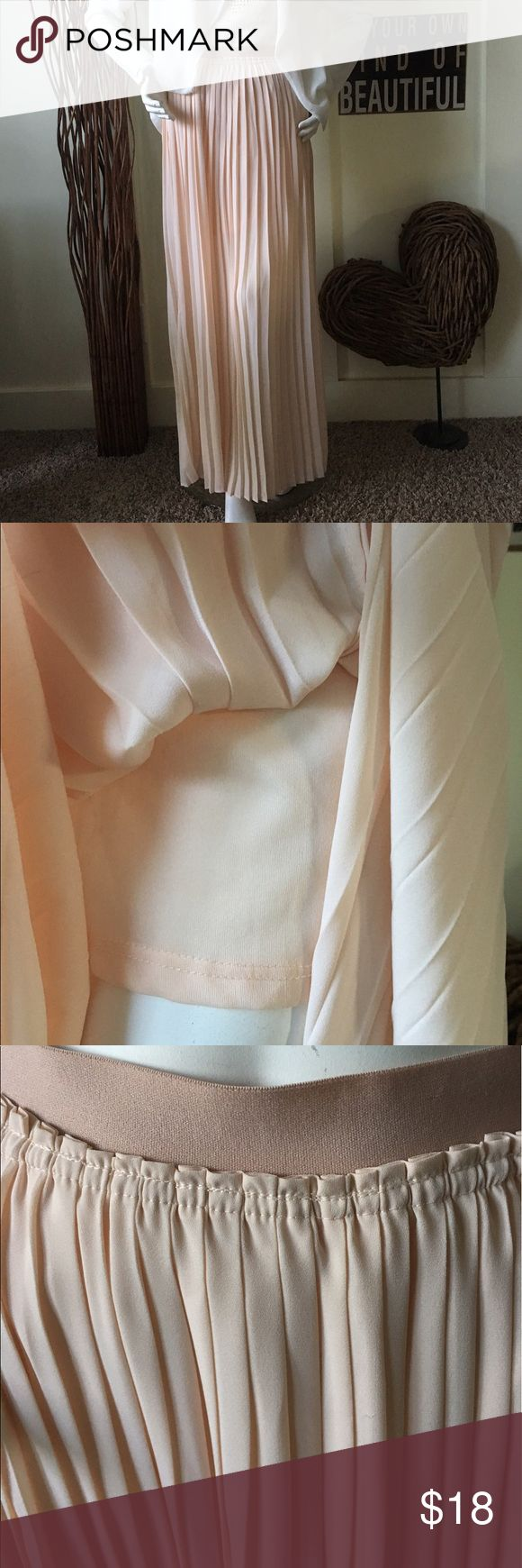 Beautiful  peach pleated xl maxi skirt Beautiful peach pleated maxi skirt with elastic band Waist and a beautiful lined mini skirt underneath.  The skirt has splits in the front to show off your pretty legs. Cato Skirts Maxi