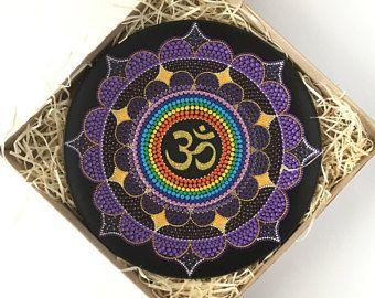Piastra di mandala OM simbolo viola arte Dot simbolo AUM Yoga punto per punto Yoga regali meditazione piastra a muro muro spirituale arredamento regalo di Capodanno
