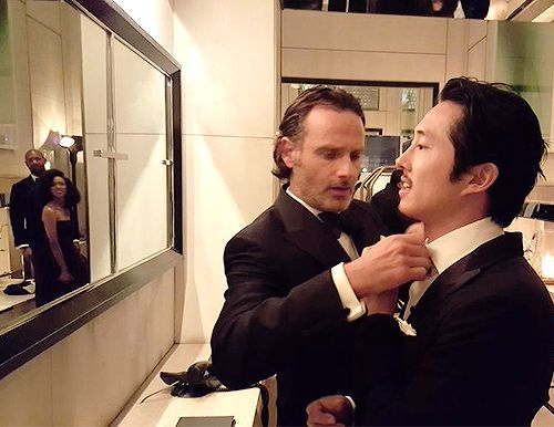 Andrew Lincoln helping Steven Yeun prep for the #TWDFanPremiere