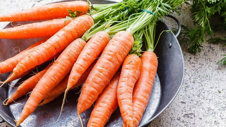 Marrokansk inspireret gulerods- og avocadosalat af Jamie Oliver. Prøv denne dejlig salat med en velsmagende og syrlig dressing af appelsin og citron.