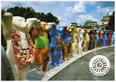 "la farandole des ""United Buddy Bears""  : Berlin"