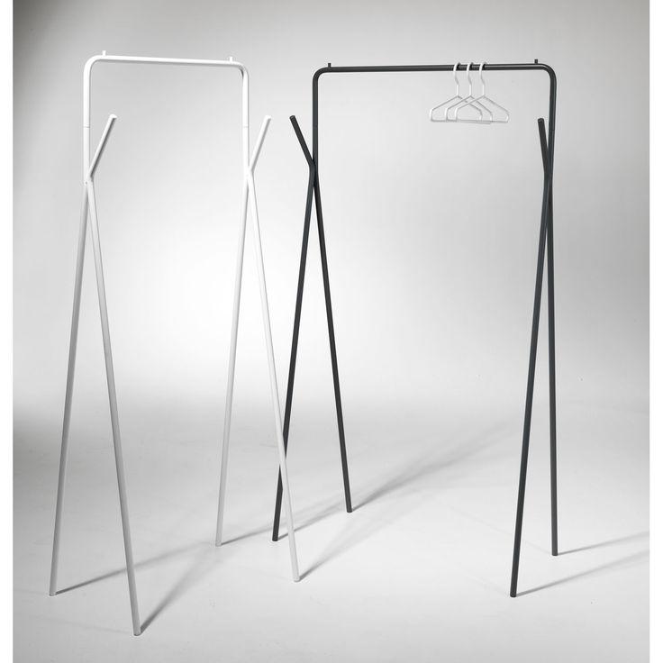 Hugo kleshenger fra SMD Design, designet av Stina Sandwall. Kleshengeren Hugo i grålakkert metall er...