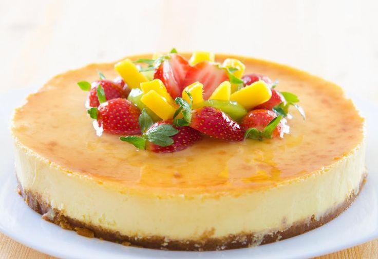 Fersk ostekake med pasjonsfrukt og jordbær  http://kakene.no