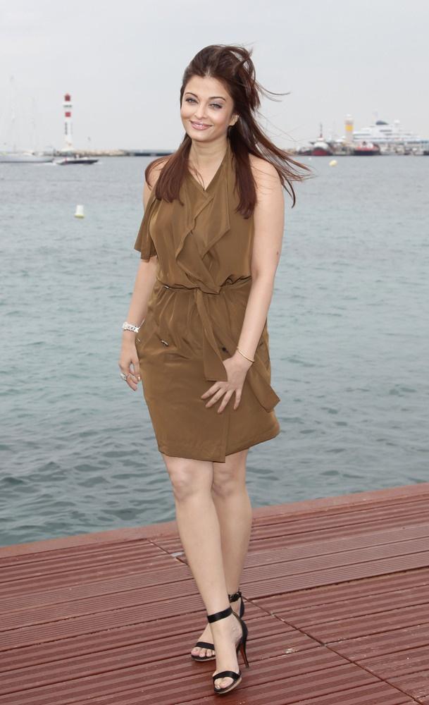 Aishwarya rai dress change colors