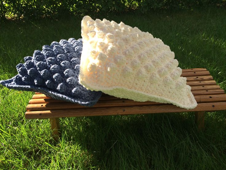 Crochet Pillow Pattern using Bernat Blanket Yarn