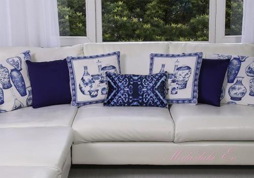 mavi beyaz yastıklar