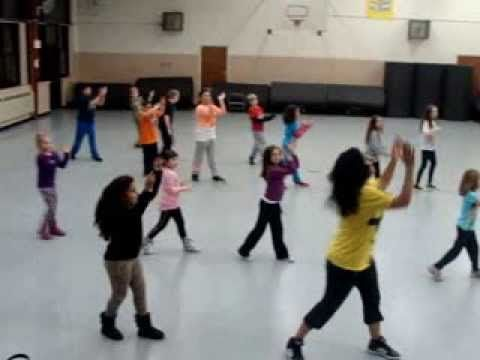 Happy - Kids Zumba - YouTube Love the sequence & partner hand clapping!