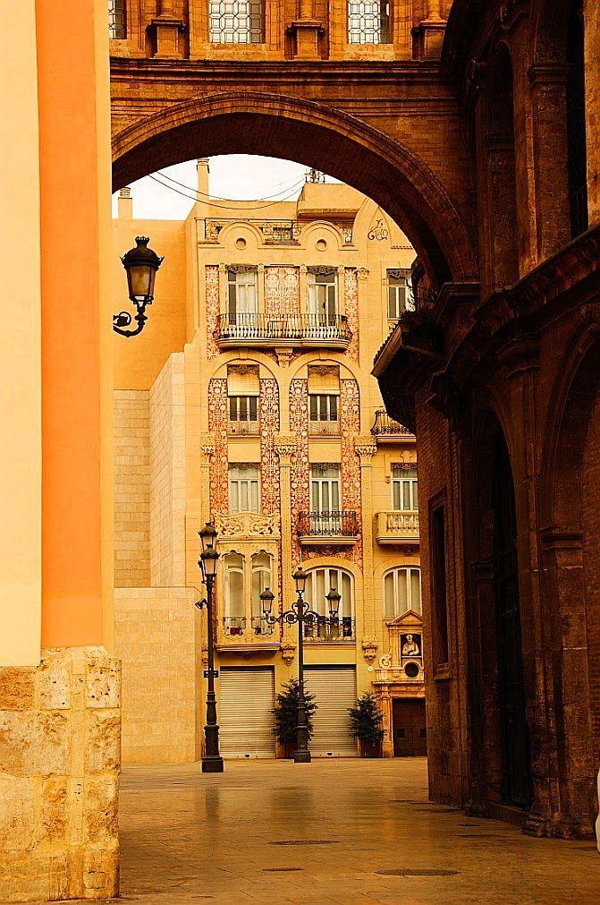 Valencia, Paseo de la Plaza de la Virgen para L' Almoina, Spain..