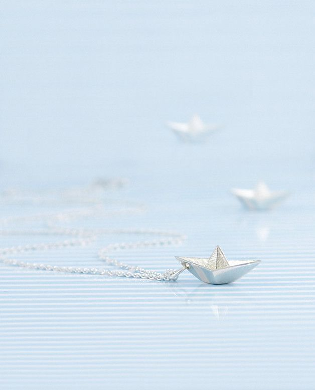 Maritimer Schmuck: Silberne Kette mit Anhänger in Form eines Papierbootes; filigrane Kette mit Silberanhänger // maritime jewellery: silver necklace with paper boat pendant made by amberemotion jewelry brand via DaWanda.com