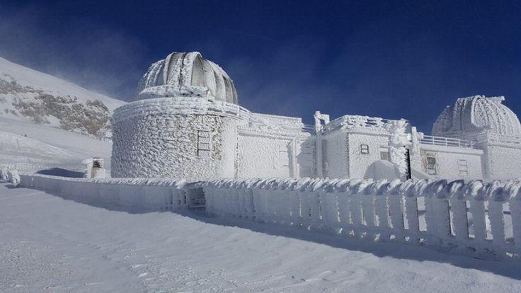 E' uno scenario siberiano quello che ha avvolto l'Osservatorio astronomico e l'hotel Campo Imperatore, che si trovano a circa 2.200 metri