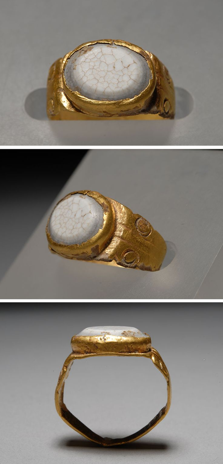 Roman Gold ring   white agate ring 2nd A.D.