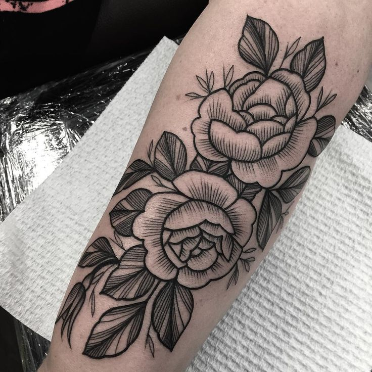 Line work vintage flowers done today! Thank you lovely for travelling far! @voodooink