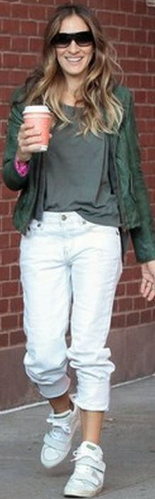 Who made Sarah Jessica Parker's green jacket and white jeans?