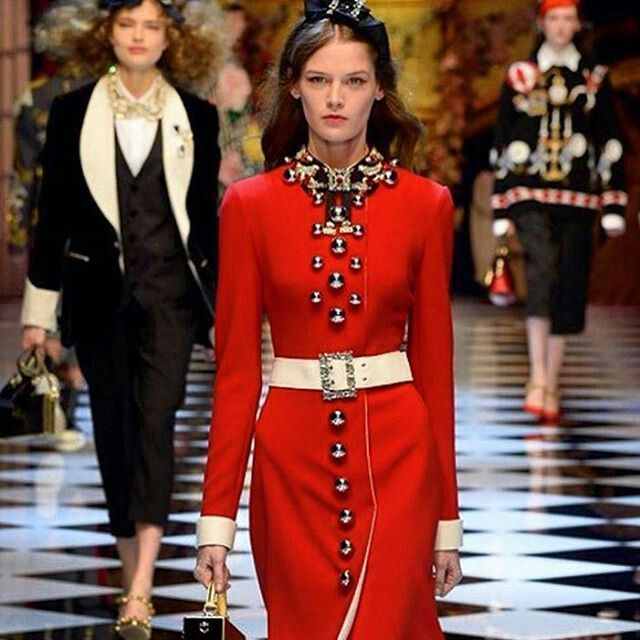 Dolce&Gabbana Fall-Winter 2016-18 #DGFabulousFantasy Women's Fashion Show. A Bright, Flaming Red ignites the Fashion Runways! Very Glamour the Belt around the waist. More insights on @dolcegabbana and #dgfw17. Also follow @voguerunway and #MFW.