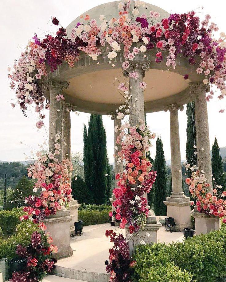 "– Wedding Chicks® (@weddingchicks) på Instagram: ""Wedding ceremony goals! Could you only imagine if this was where you said, ""I Do!"" @polina_che,…"""