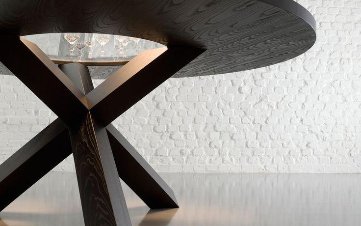 Cassina Panteon  Cassina Panteon, een tafel van PLAN@OFFICE ontworpen door Cassina.
