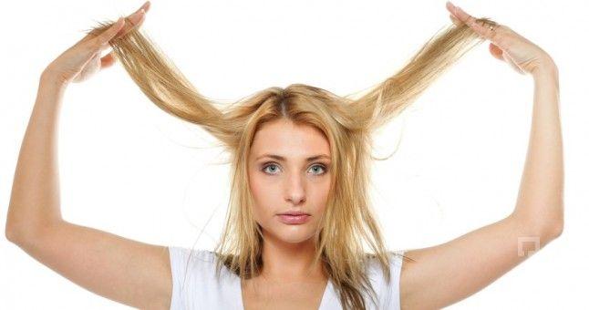 Saçlar uzadıkça günün stresi ve hava şartları gibi dış ortamlardan da etkilenerek saçlarda dökülmeler kopmalar yaşanmakta, bazen de kırılmalar meydana gelmektedir. Bu durumlar saçların iyi bakılmadığı ve dış ortamlardan fazlaca etkilendiğinin göstergesidir. Sürekli para harcayarak bakım yapmakta cüzdanınız için iyi bir durum olmamaktadır. Bu nedenle evde kendi yapabileceğiniz basit birkaç yöntem ile saçlarınızın yıpranmasını engelleyebilir yada önleyebilirsiniz. Doğal karışımlar…
