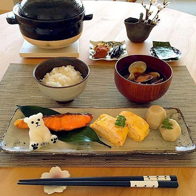 いいね!438件、コメント1件 ― LOCARIさん(@locari_kitchen)のInstagramアカウント: 「忙しい朝の始まりは、 日本人のまごころを思い返す和朝食で迎えたい。 @atsu0724さんの作る朝ごはんは、 どれも料亭クオリティの品ばかりで朝からお腹を空かせます。…」