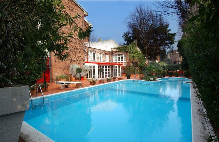 Refined villa with private garden and swimming pool   Milan, Italy – Luxury Home For Sale