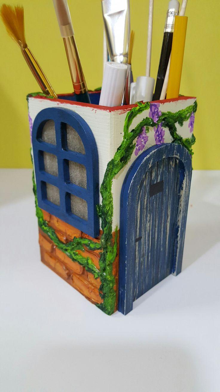 Portalapices realizado con pasta de modelar y siluetas en 3D. Realizado por Alicia Miguel en Manualidades El Cascabel