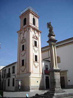 Plaza de la Compañia,La Torre de Santo Domingo de Silos, ubicada en la plaza de la Compañía en el casco histórico de Córdoba es, prácticamente, el único vestigio que se conserva de la iglesia del mismo nombre, fundada por Fernando III tras la conquista de la ciudad y una de las catorce parroquias que el monarca estableció en Córdoba.