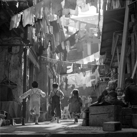 © Fan Ho - Série   The living theatre - Children's Paradise