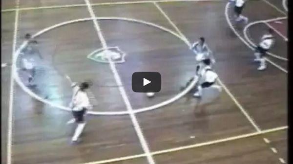 Próbka umiejętności młodego Brazylijczyka w futsalu • Tak grał w piłkę nożną Philippe Coutinho za czasów młodości • Zobacz film #coutinho #football #soccer #sport #sports #pilkanozna #futbol