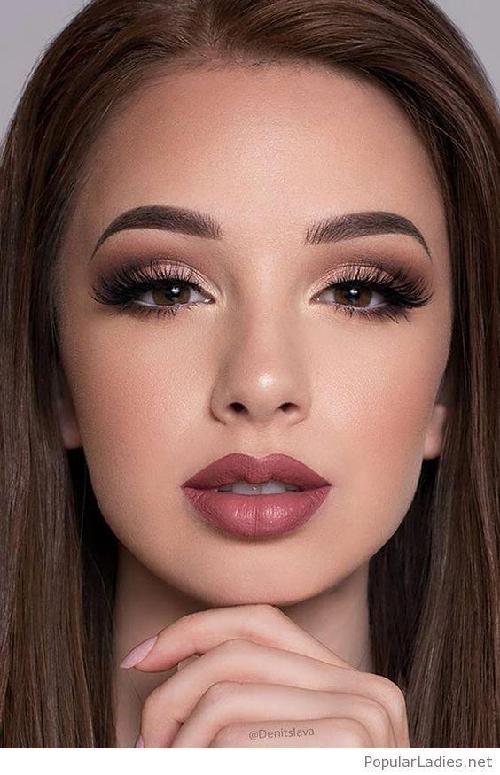Nude eye makeup, brown lips and nude nails