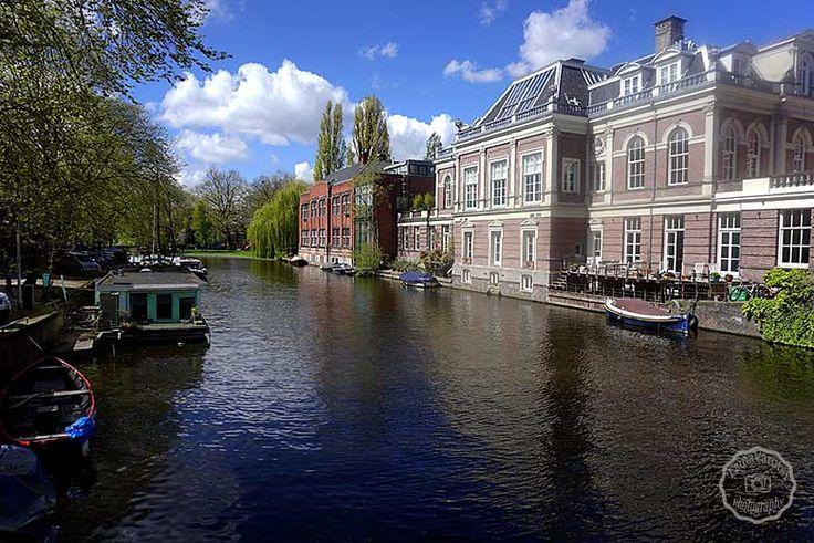 Στο Άμστερνταμ η φωτογραφική μου μηχανή είχε πάρει φωτιά, διάβασε, δες φωτογραφίες και θα καταλάβεις τον λόγο: http://www.eikoneskaipsithyroi.gr/2016/05/amsterdam-ena-paramythenio-taxidi.html