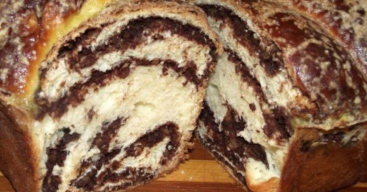 Cozonacul este desertul tradiţional nelipsit de pe masa de Sărbători, însă pentru pregătirea lui este nevoie de multă pricepere şi migală.