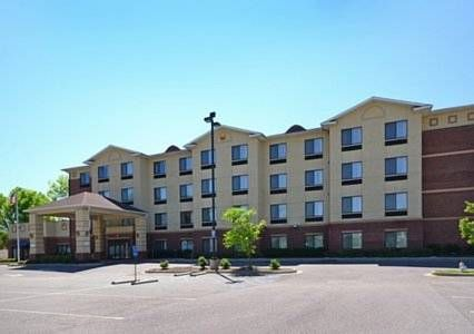 Comfort Inn & Suites Montgomery Montgomery (Alabama) The Comfort Inn & Suites hotel is located near several local attractions. This Montgomery, AL hotel is minutes away from Alabama State University and Auburn University Montgomery is less than three miles away.