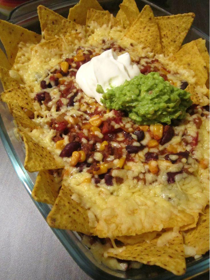Nacho schotel met gehakt, chips, bonen, mais en zure room   dit moet ik eens proberen