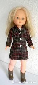 Lote 69576941: conjunto Abrigo y vestido Valentino para Nancy, cosido a mano muñeca y calzado no incluidos