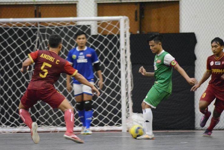 Pelatih Uninus Bandung, Riana Sapari mengatakan, peluangnya ke babak semi final masih terbuka. Meski, banyak kendala yang dialaminya,